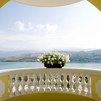 Балкон с цветами. (Код изображения: 15011)
