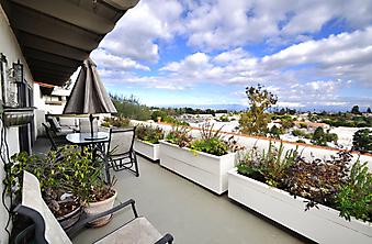 Балкон с видом на Лос-Анджелес. (Код изображения: 15014)