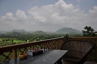 Вид с балкона на просторы Индии. (Код изображения: 15015)