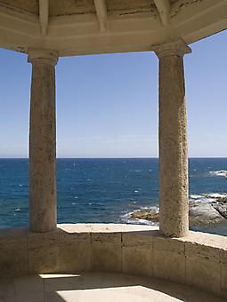 Терраса с видом на Средиземное море. (Код изображения: 15017)