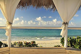 Веранда с видом на пляж. Куба. (Код изображения: 15018)