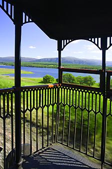 Вид из окна поезда на природу Шотландии. (Код изображения: 15024)