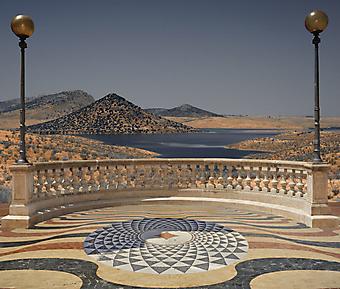 Балкон с видом на озеро в пустыне. (Код изображения: 15026)