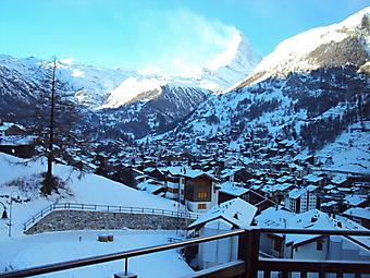 Балкон с видом на Альпы. (Код изображения: 15031)