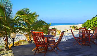 Бар на тропическом пляже. Мальдивы. (Код изображения: 15038)