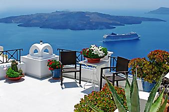 Вид на остров, море и корабль. Санторини. Греция (Код изображения: 15045)