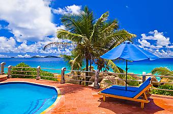 Терраса с бассейном на экзотическом острове (Код изображения: 15046)