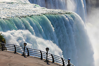 Терраса с видом на водопад (Каталог номер: 15070)