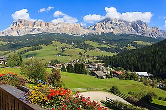 Балкон с панорамным видом на горы (Каталог номер: 15089)