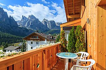 Балкон с видом на Альпы, Италия (Каталог номер: 15099)