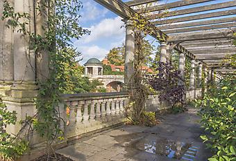 Беседка в саду (Каталог номер: 18086)