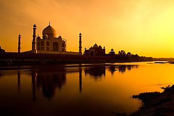 Тадж Махал на закате. (Код изображения: 04014)