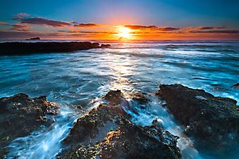 Рассвет на море. (Код изображения: 04015)