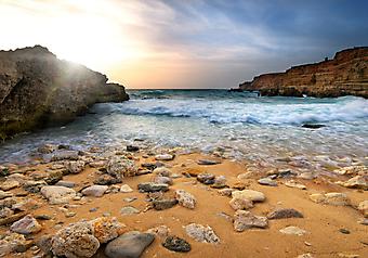 Море и скалы на рассвете. (Код изображения: 04026)