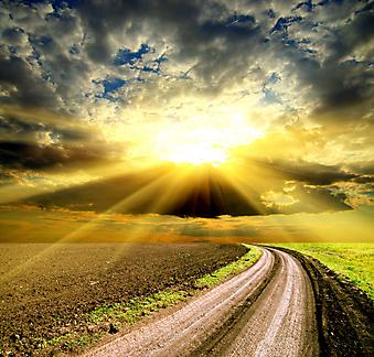 Солнце и облака над полем. (Код изображения: 04040)