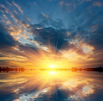 Красивый закат на озере. (Код изображения: 04044)