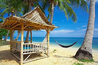 Бамбуковая хижина на пляже. (Код изображения: 05013)
