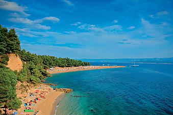 Пляж на острове Брач, Хорватия. (Код изображения: 05026)
