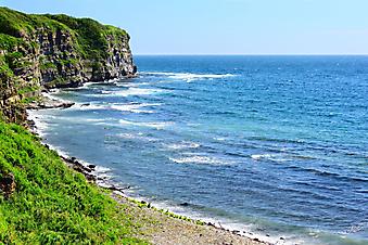 Синее море и скалы. (Код изображения: 05028)