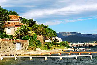 Средиземноморское побережье. (Код изображения: 05049)