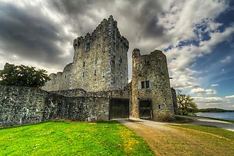 Замок возле Килларни, Ирландия. (Код изображения: 08010)